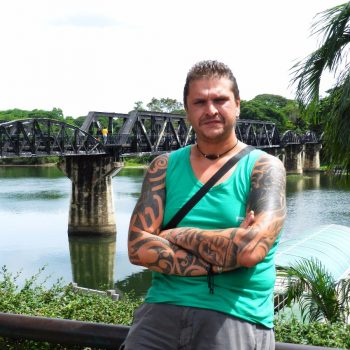 de wereld beroemde bridge over the river kwai