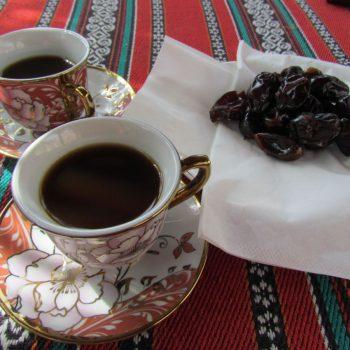 Omani koffie met juicy dadels, heerlijk