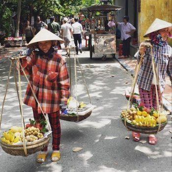 Vietnamese verkoopsters aan het werk in Hoi An