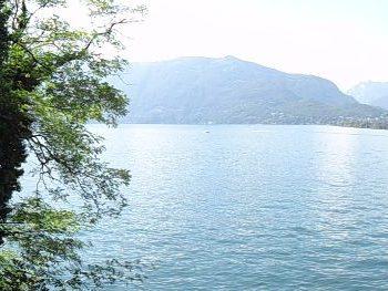 Ergens aan het meer