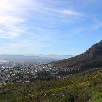 Uitzicht vanaf (de voet van) de Tafelberg
