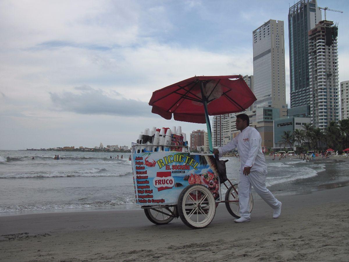 Verkoper op het strand van Bocagrande