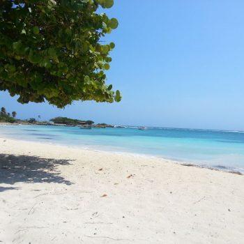 Rodgers Beach , nabij Baby Beach in het zuiden van het eiland