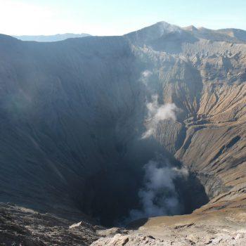 kijkje in de rokende vulkaankrater