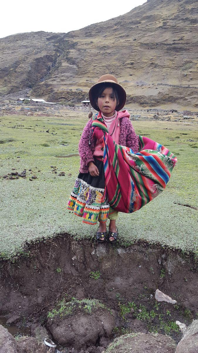 Meisje langs de Lares trek