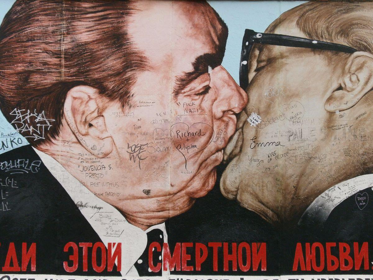 East Side Galery graffiti art