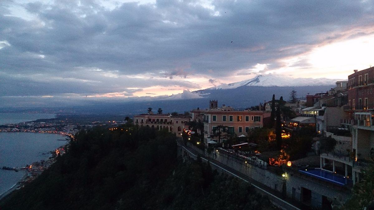 uitzicht vanaf Taormina op de Etna