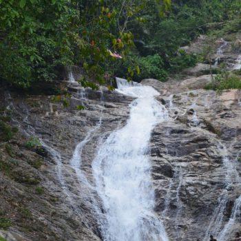 Lata iskandar waterval (Onderweg naar de highlands)