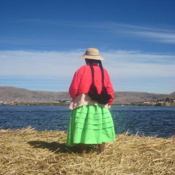 Een local van Las islas Flotantes (Puno)
