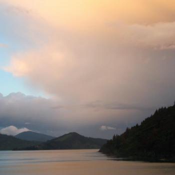 Zonsondergang op de boot van Noorder- naar Zuidereiland..