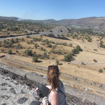Bovenop de Piramide del Sol