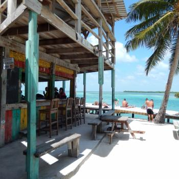 Beachbar bij The Split @ Caye Caulker