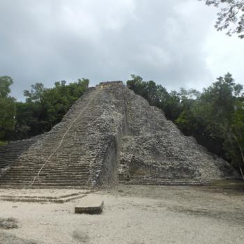 Maya tempel Coba. Uitdaging om te beklimmen.