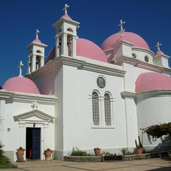 Wit-roze kerkje in het noorden van Israël