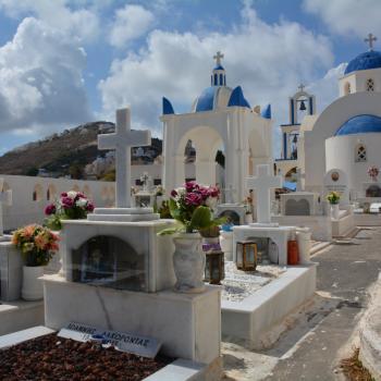 Begraafplaats bij kerkje