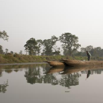 varen over de rapti rivier bij Chitwan
