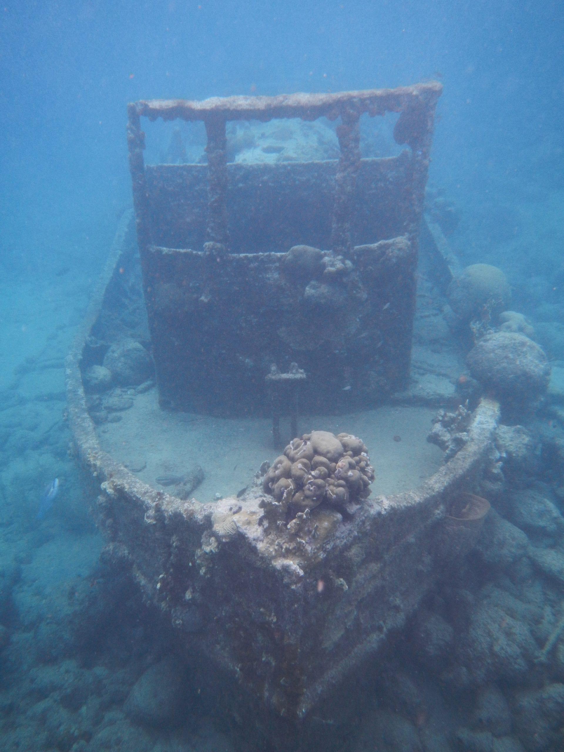 aWrak sleepbootje Curacao