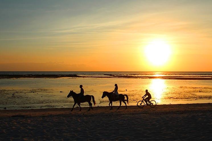 Paardrijden bij zonsondergang op de Gili eilanden