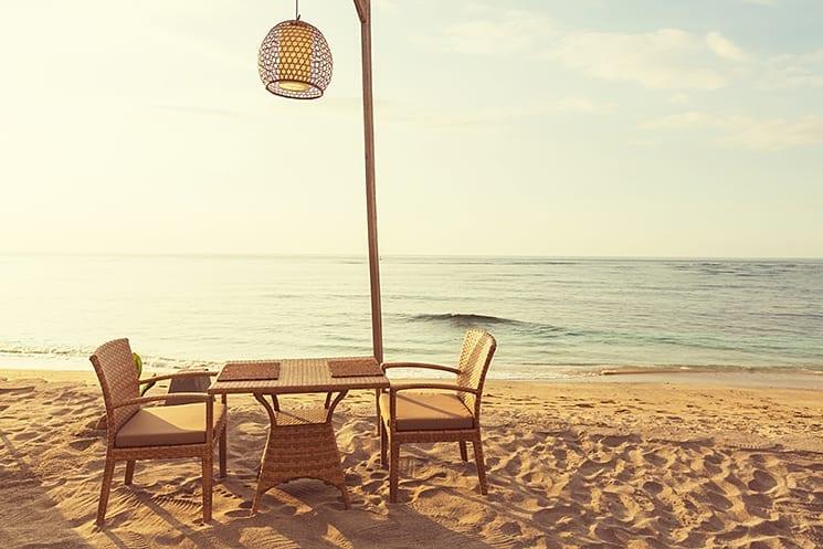 Ontbijten, lunchen en dineren op het strand van de Gili eilanden