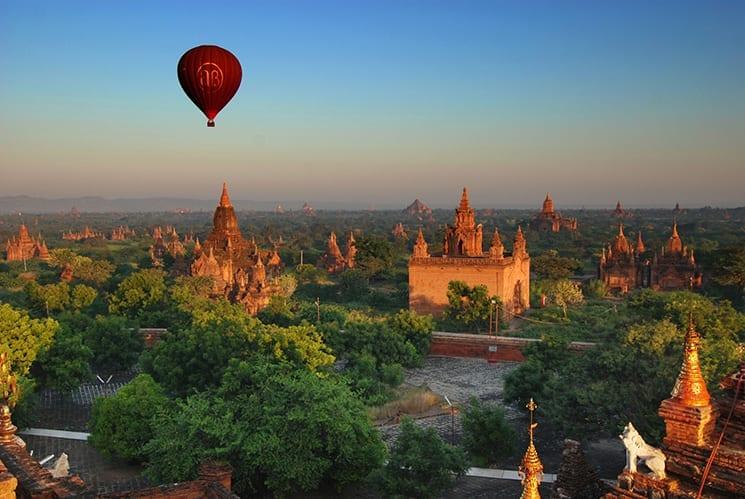 Een ballonvaart boven de tempels van Bagan, Myanmar
