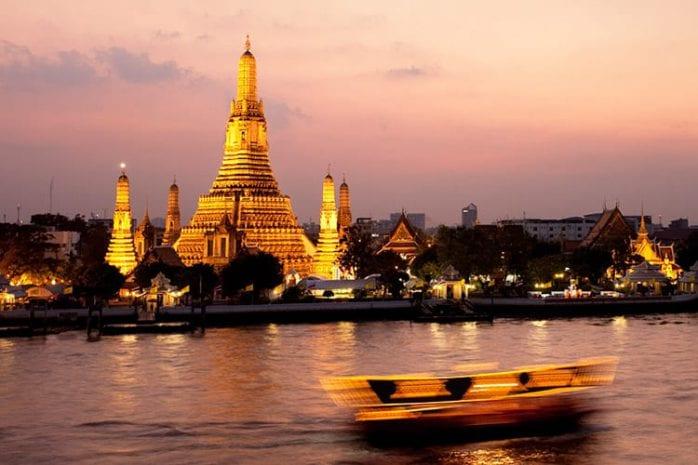 Wat Arun aan de Chao Phraya rivier