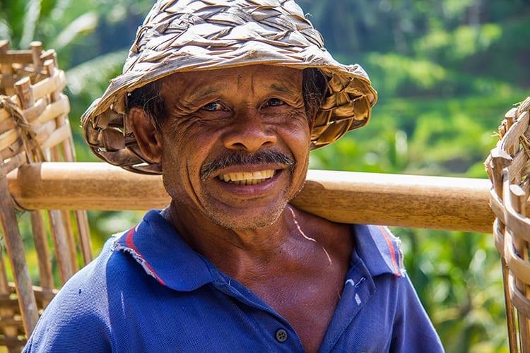 Man in de rijstvelden van Tegallalang, Bali