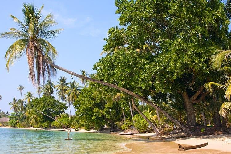 Schommel boven het water op Koh Mak