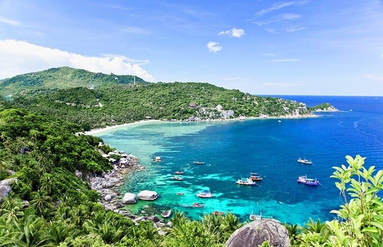 Uitzicht op een van de baaien van Koh Tao
