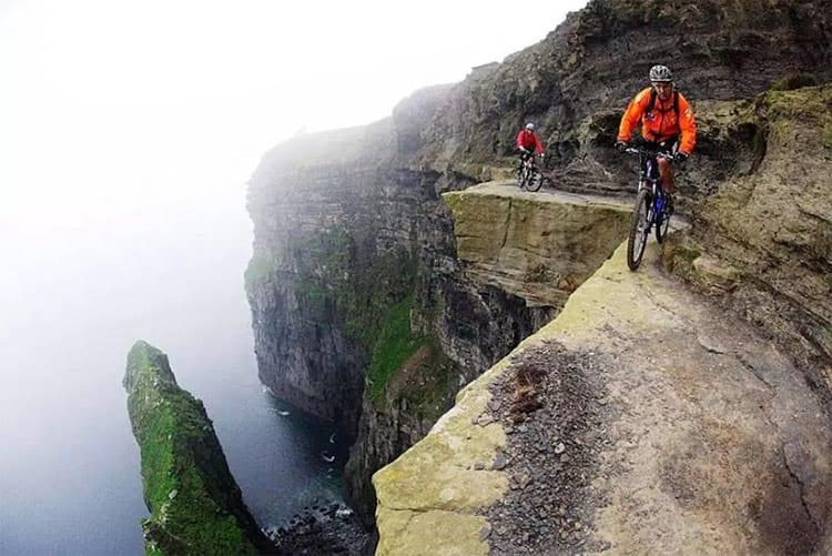 Fietsen langs de Klippen van Moher, Ierland