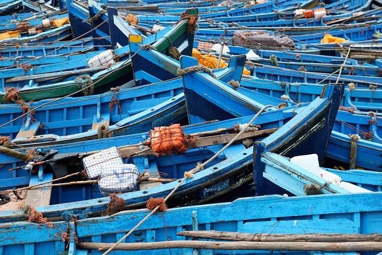 Blauwe bootjes in de haven van Essaouira