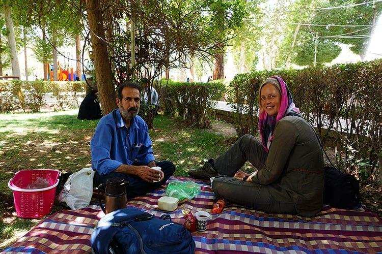 Thee drinken met locals in Iran