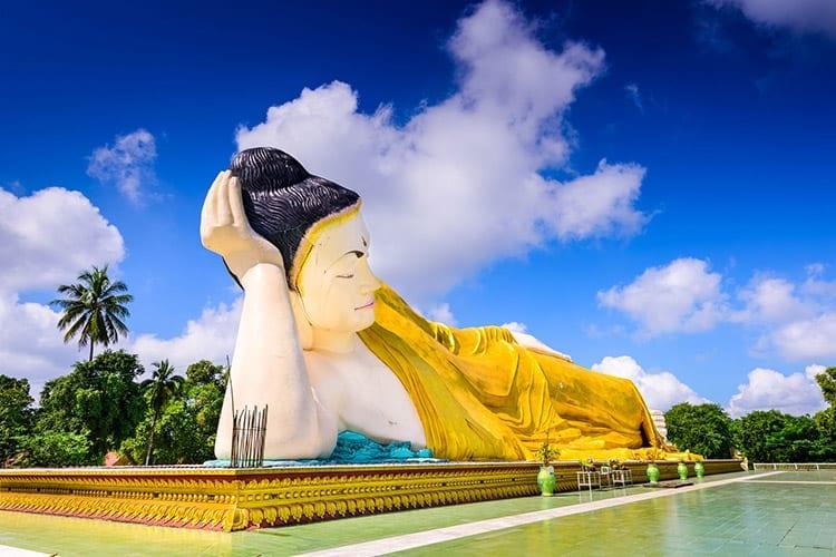 Mya Tha Lyaung liggende Boeddhabeeld