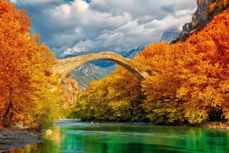 Boogbrug over de Aoos rivier, Epirus