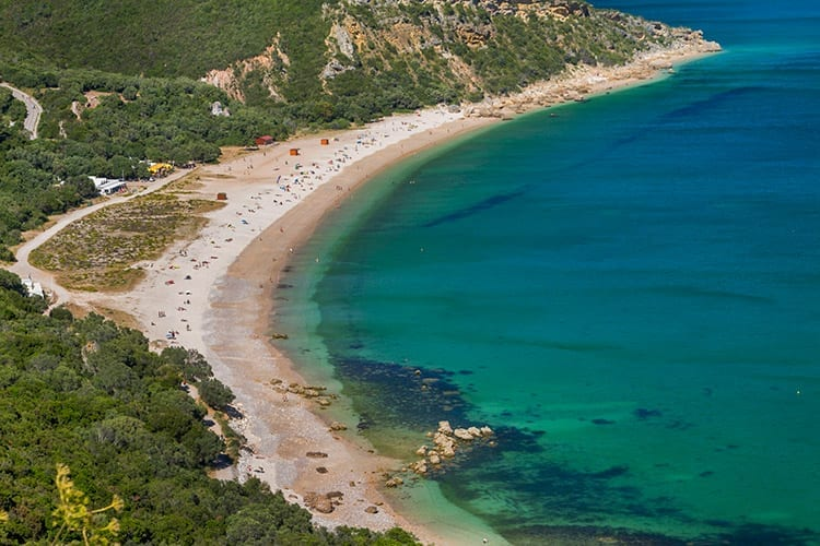 Strand bij schiereiland Setúbal