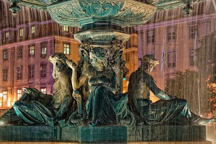 Fontein op het Rossio plein in Lissabon