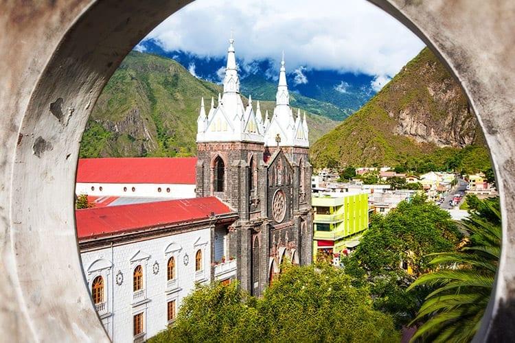 La Basilica De Nuestra Senora Del Rosario, Baños