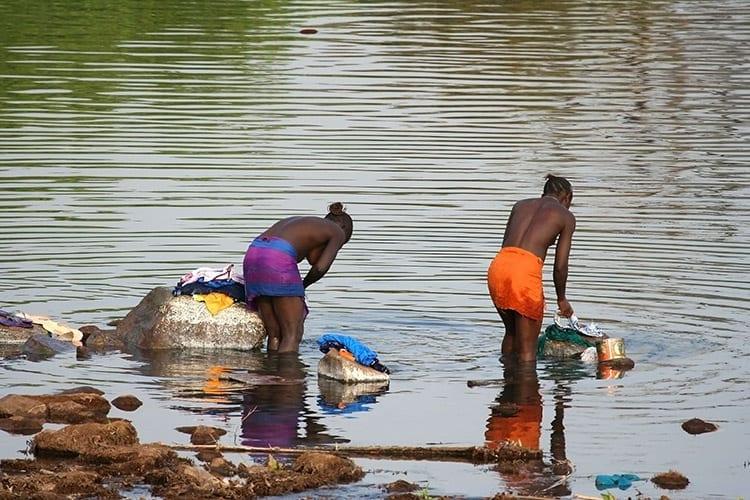 Gambia Rivier locals