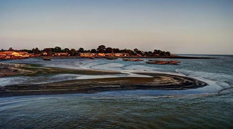 Monding van de Gambia rivier bij Banjul