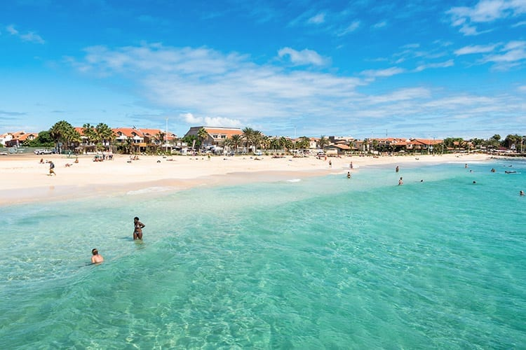 Strand bij Santa Maria, Kaapverdië