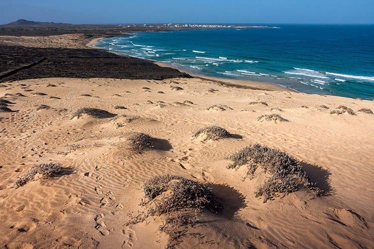 Strand bij Baía das Gatas