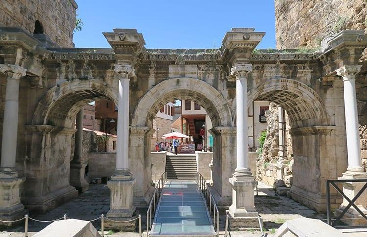 Poort van Hadrianus, Antalya