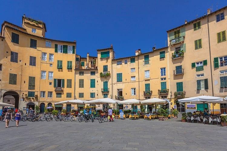 Piazza dell' Anfiteatro, Lucca
