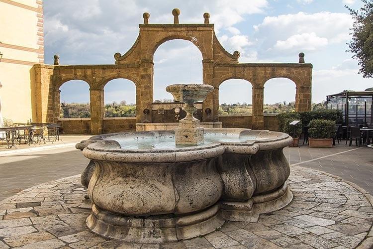Piazza Fortezza Orsini, Pitigliano