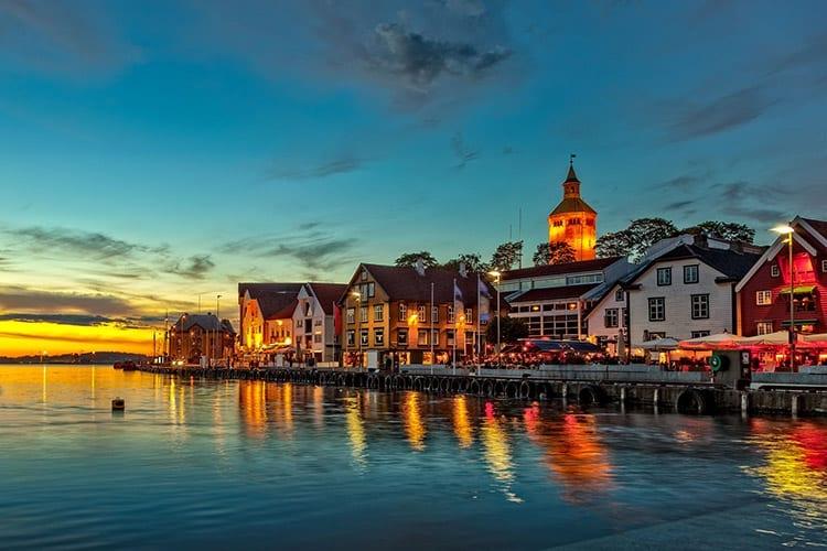 Stavanger in de avond