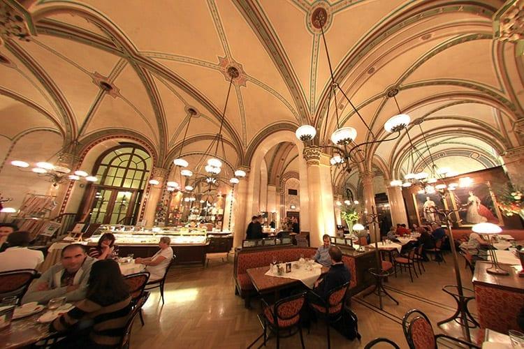 Traditioneel koffiehuis in Wenen