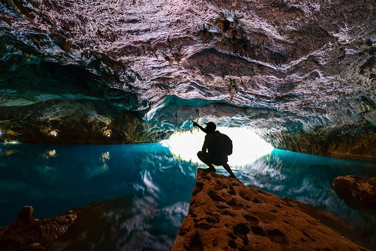 De grotten van Altinbesik, Turkije