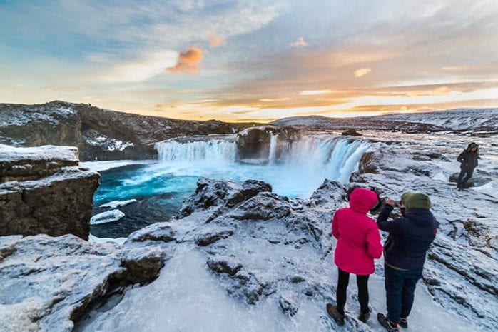 Goðafoss watervallen in de winter, IJsland