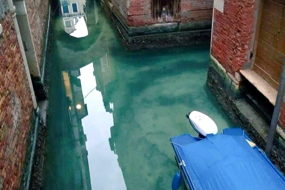 Zó helder zijn nu de kanalen van Venetië